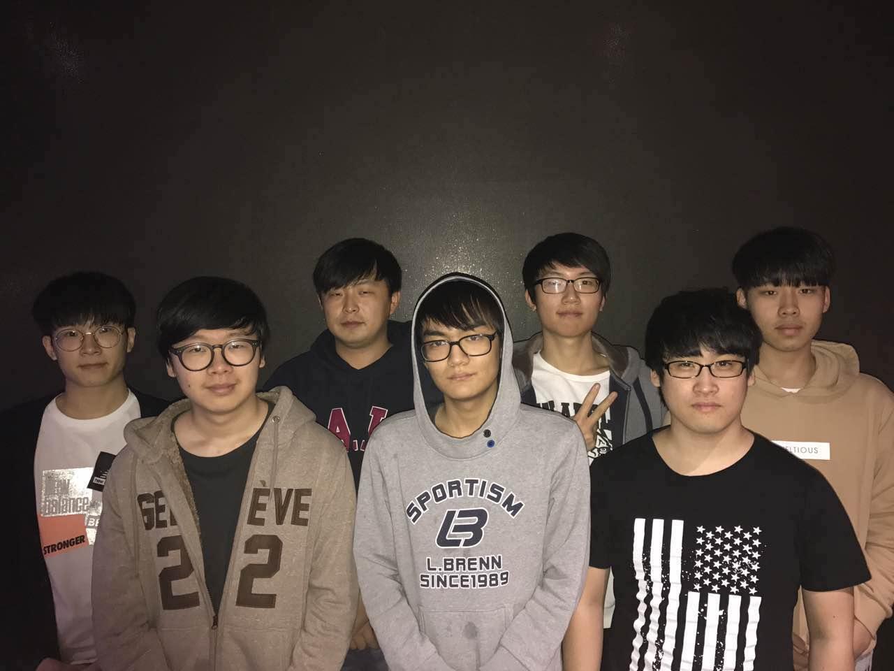 wNv.kr的中国领队和6名韩国队员